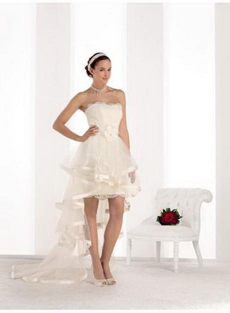 Robe de mariée courte avec traine