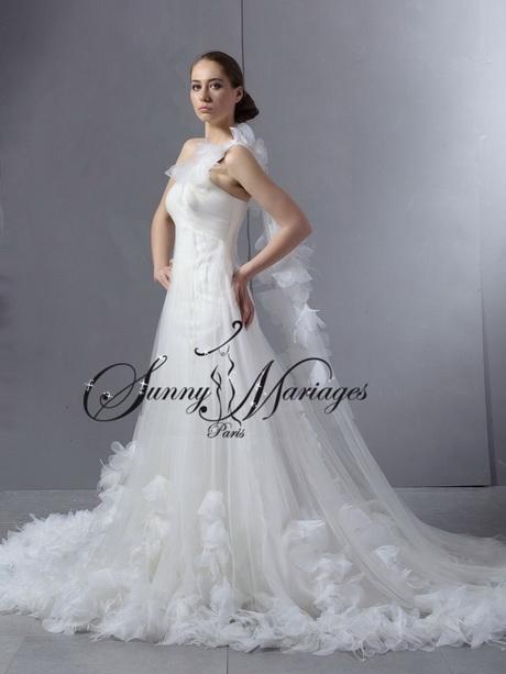 Des plumes à la robe vous font comme un cygne au mariage !  Blog