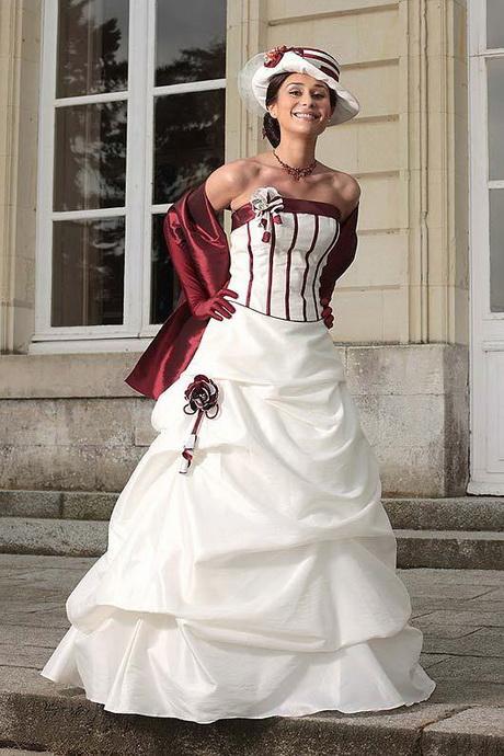 Robe de Mariée Rouge et Blanc – Le Mariage de A à Z