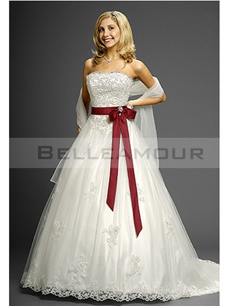 robe de mariage rouge et blanche. Black Bedroom Furniture Sets. Home Design Ideas