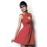 Robe rouge pois blancs